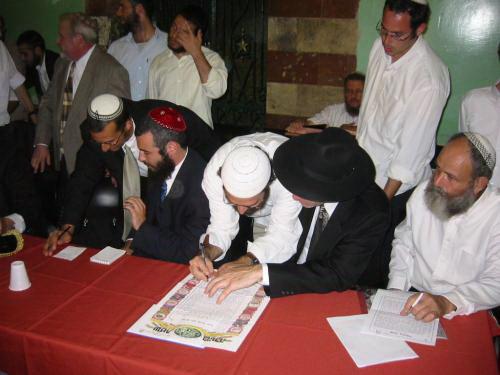 Le rabbin lit lacte de mariage http://lazerbrody.typepad.com/photos ...